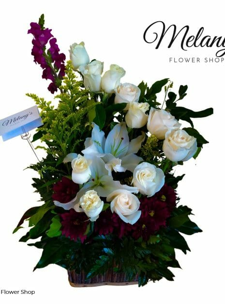 Arreglo con rosas blancas en el salvador