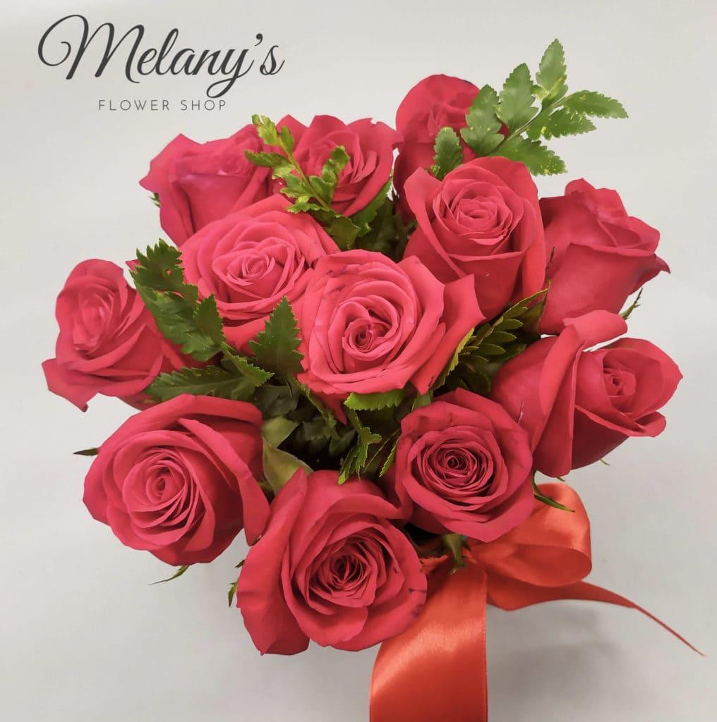 All you need is love Arreglo de rosas en El Salvador Melany's Flower Shop